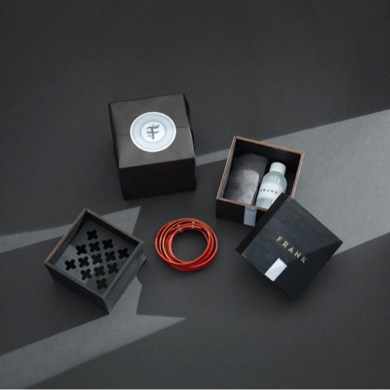 Armband med låda