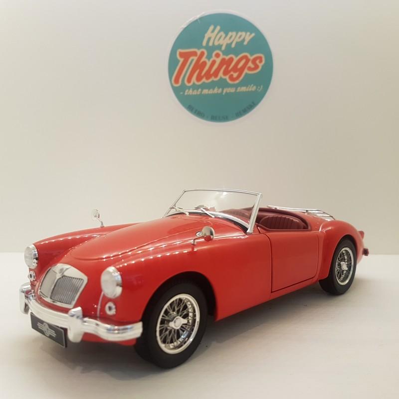 TILBUD - 1:18 MGA MKI A1500, 1957, cabriolet, Triple9
