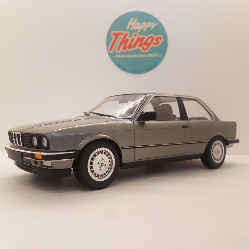 1:18 BMW 323i E30, sølv, Minichamps