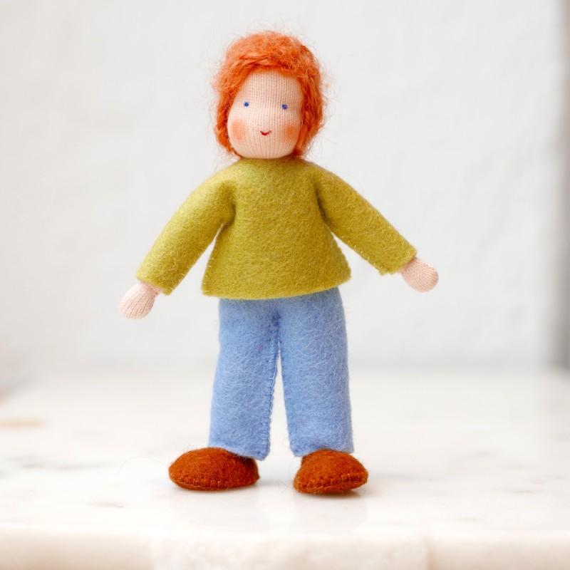 Gutt til dukkehus - rødt hår