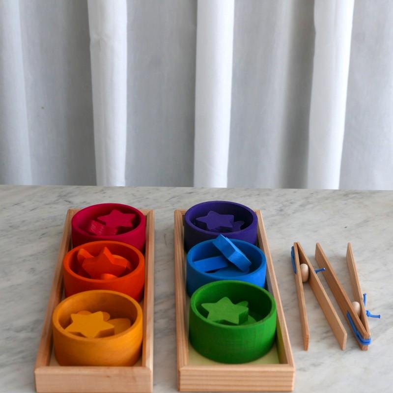 Sorteringskåler i regnbuens farger