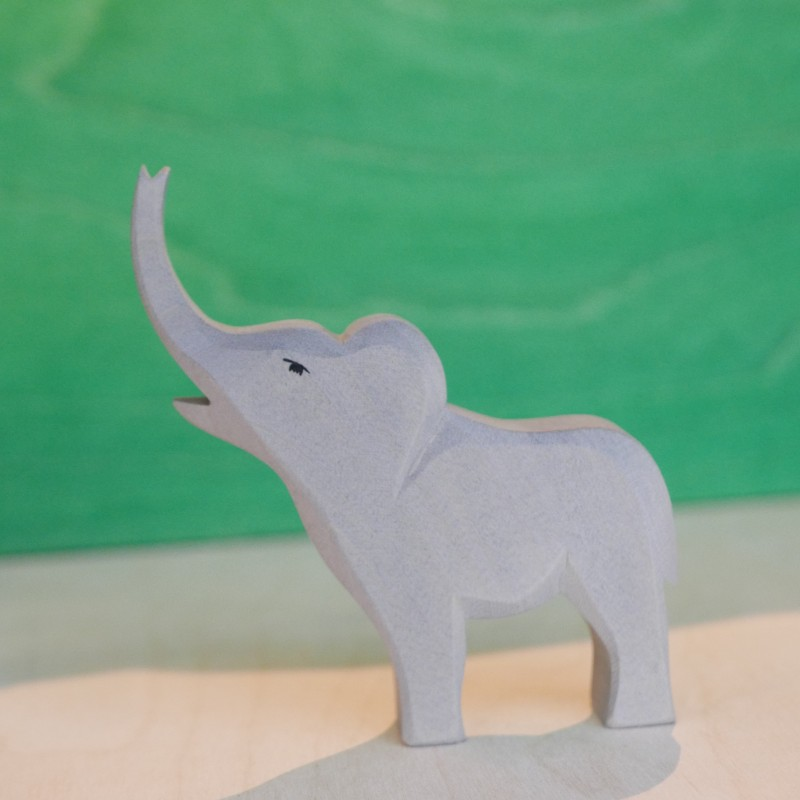 Elefantkalv, stolt - Ostheimer Trefigur