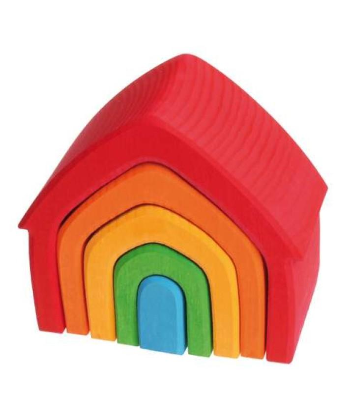 Trehus i regnbuens farger