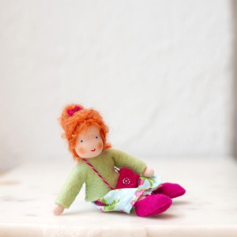 Jente til dukkehus - rødt hår