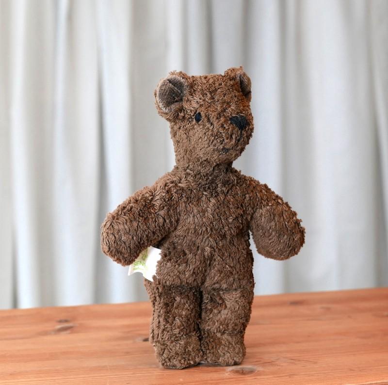 Brun mini bjørn i økologisk bomull og ull