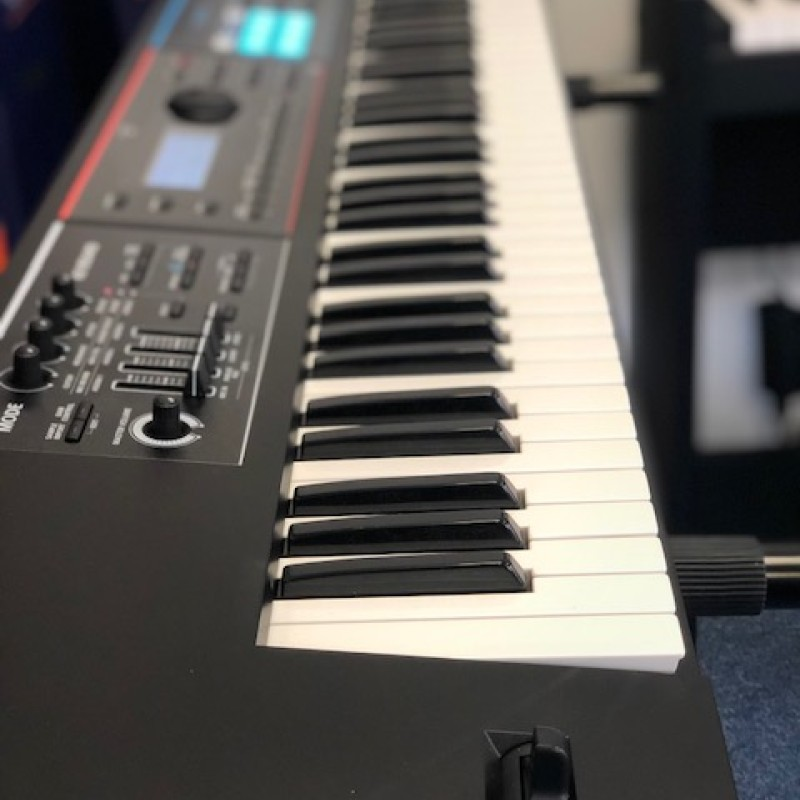 Roland JUNO-DS 76 Key Synthesiser (SECOND HAND)