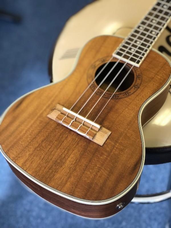 Freshman koa concert cutaway ukulele