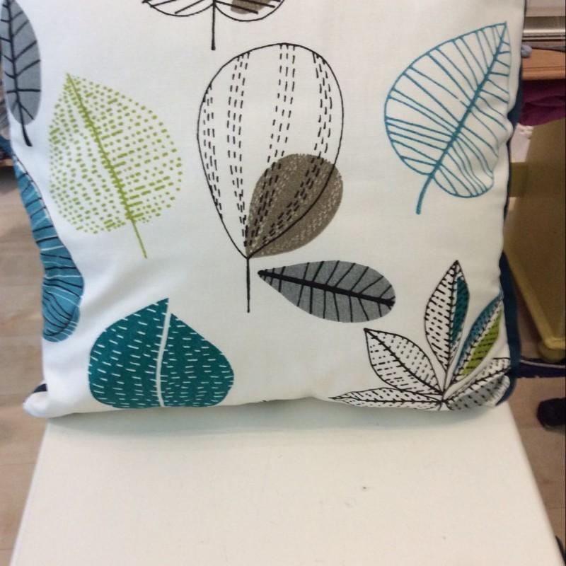 Cushion-maple leaf