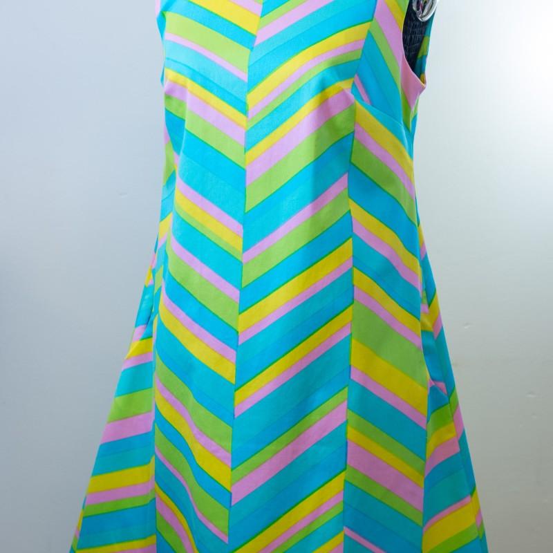 Sandmålla klänning. Storlek M.