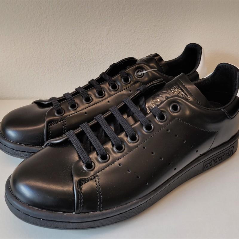 Adidas Sneakershyllan