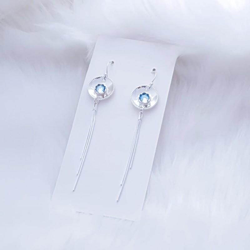 Elegante myke og vakre sølvøredobber med lysblå swarovski stener
