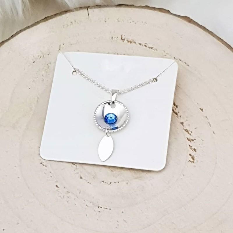 Sølvsmykke med lyseblå sten