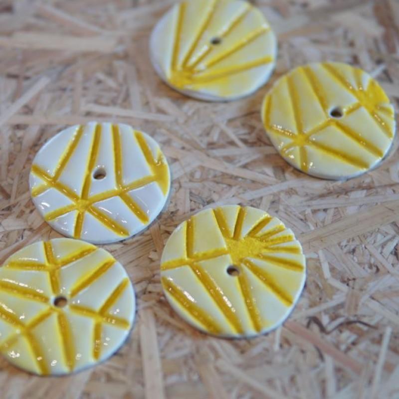 Knapper 1 hul, gule striber