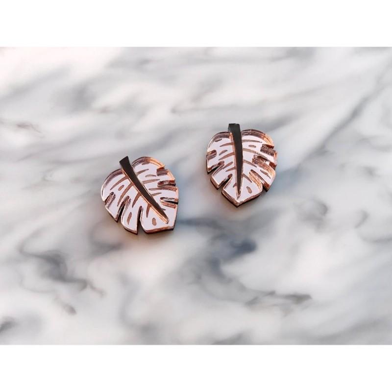 Monstera Leaf Stud Earrings (Pink) by Rosa Pietsch