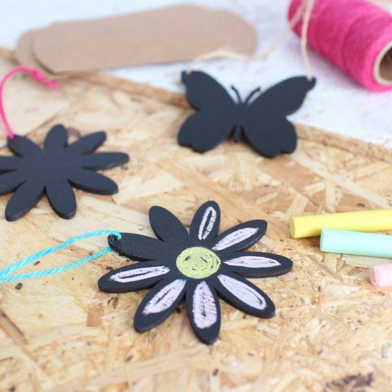 DIY Chalkboard hanging flower decoration by HahOnline