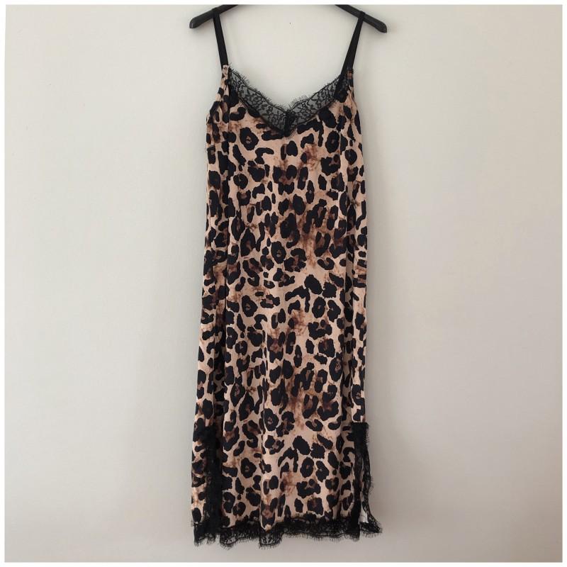 Leomönstrad klänning i sammet