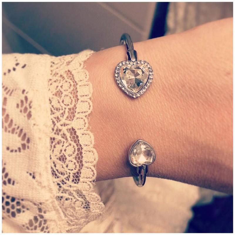Stelt armband med hjärta