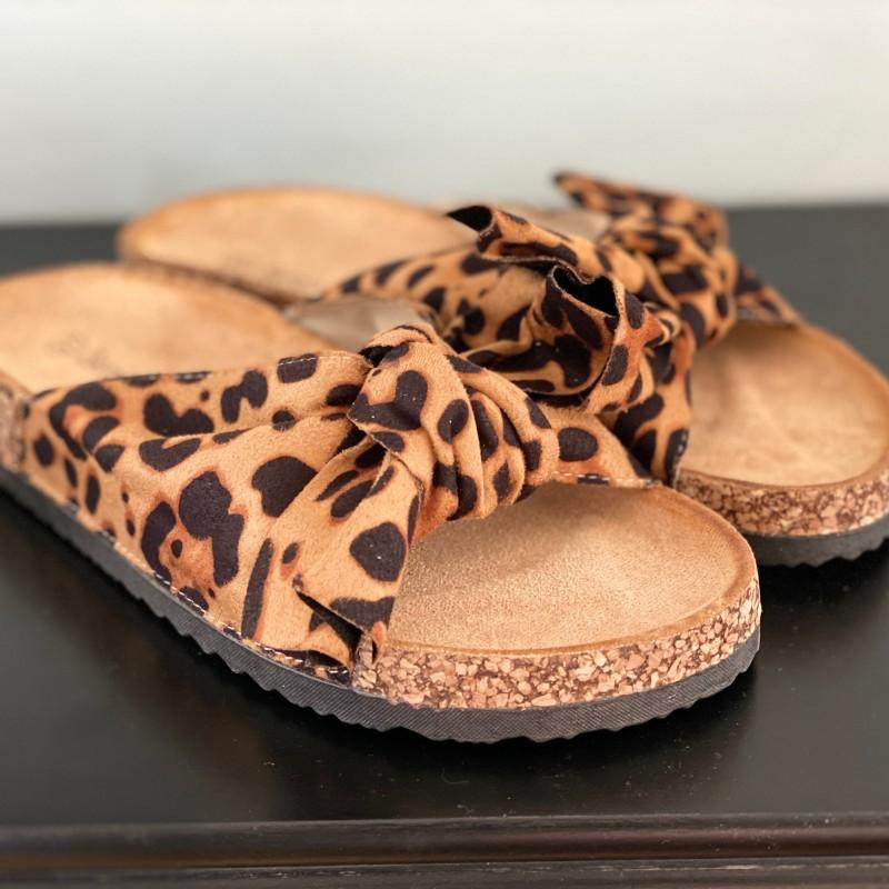 Sandaler i leomönster