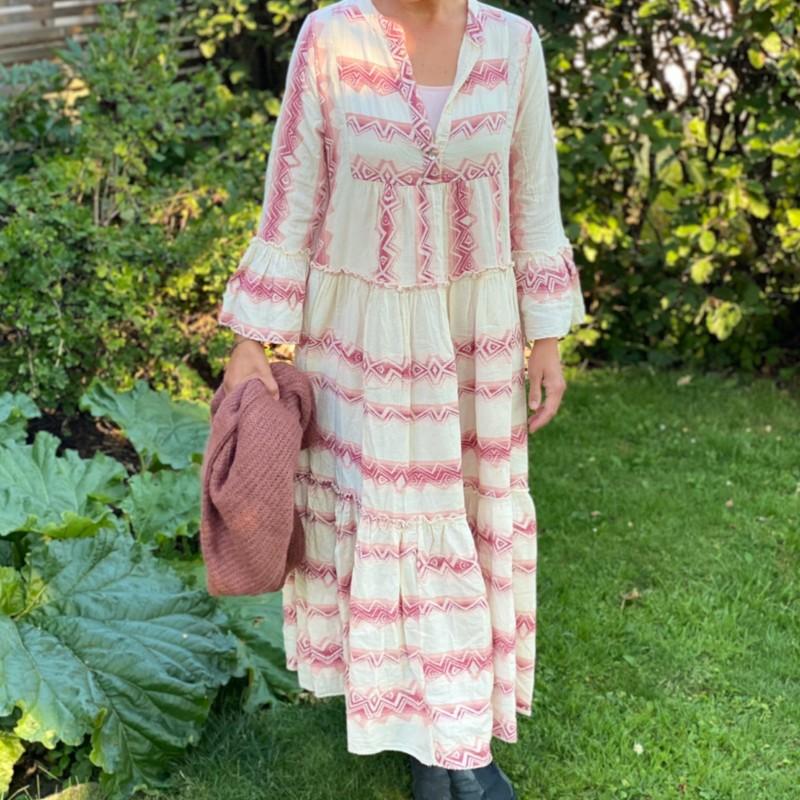 Stajl Agenturer inkamönstrad klänning rosa