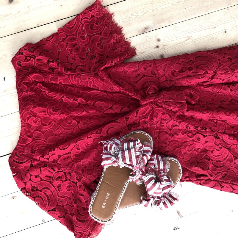 Röda knut sandaler