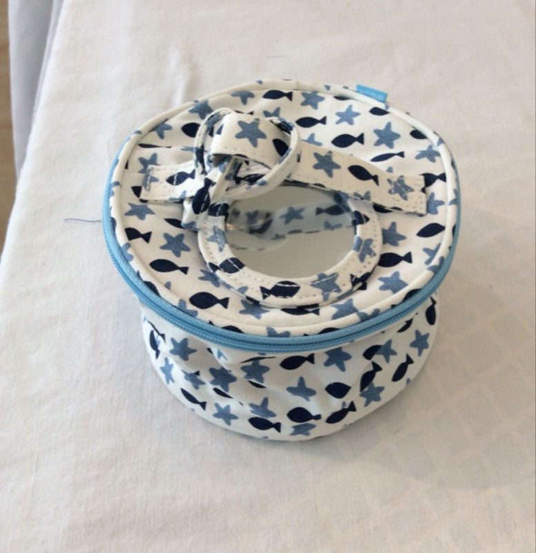 Fish and stars round cosmetic bag