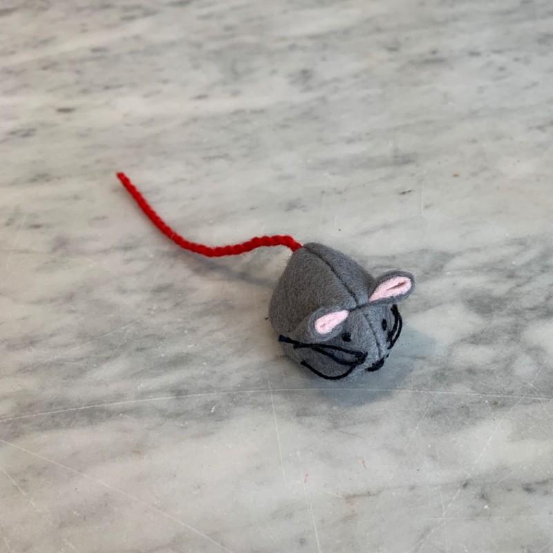 Grå mus i filt