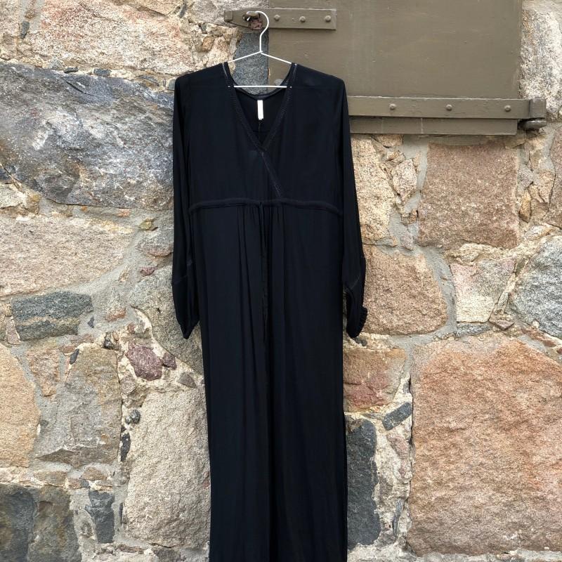 13-0520 Martha kjole Sort