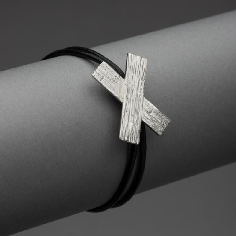 LEDKRYSS, armband m stort kryss och läder