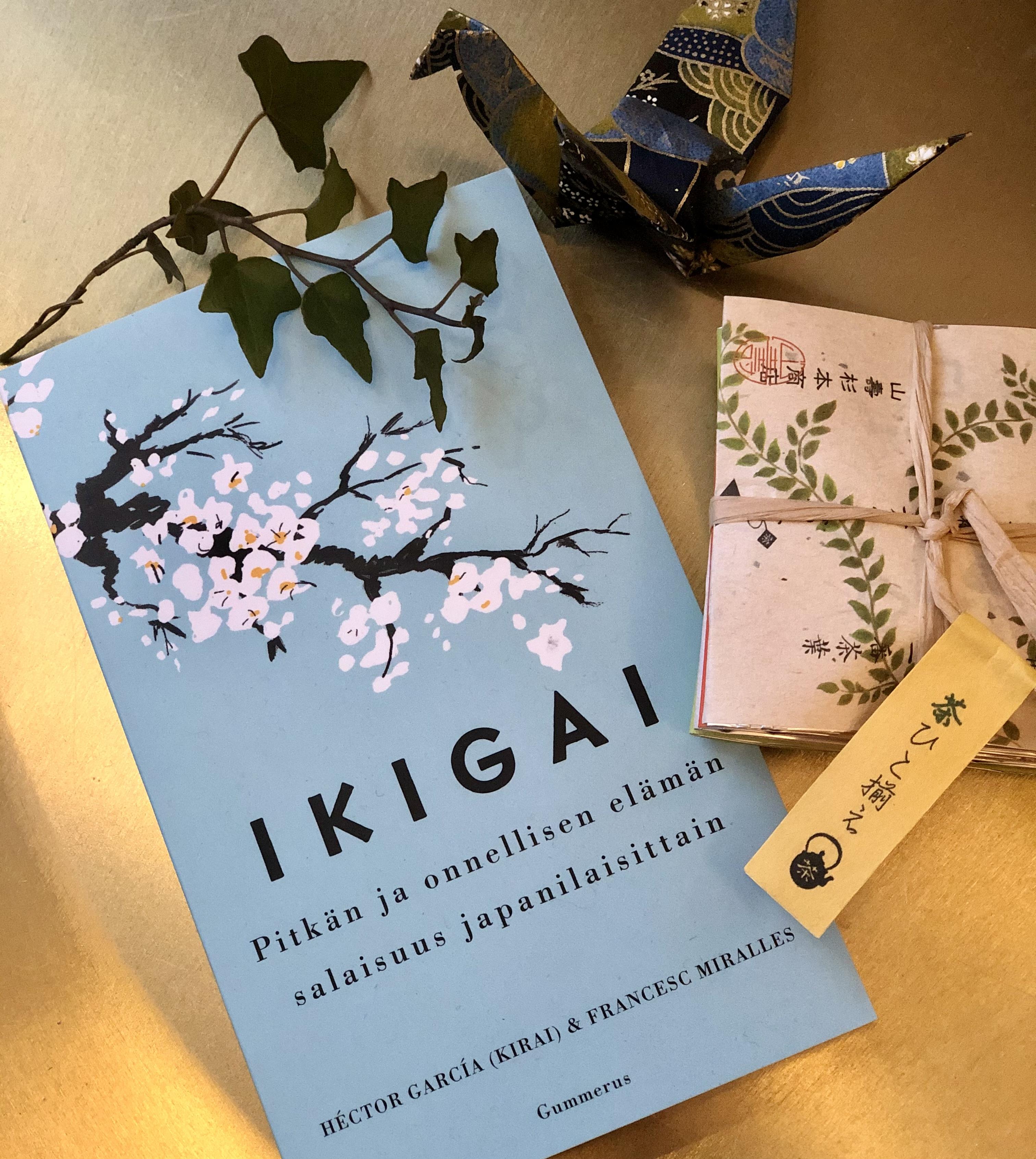 Ikigai-paketti: kirja elämän tarkoituksesta ja pieni teelajitelma
