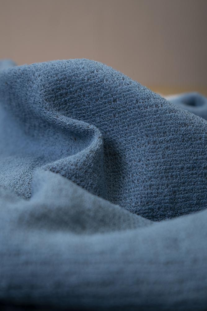 Iso lilanharmaa moku-pyyhe