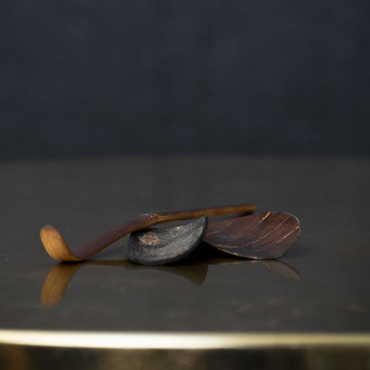 Kirsikkapuun kuoresta tehty teelusikka