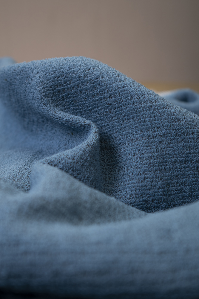 Iso tummansininen moku-pyyhe