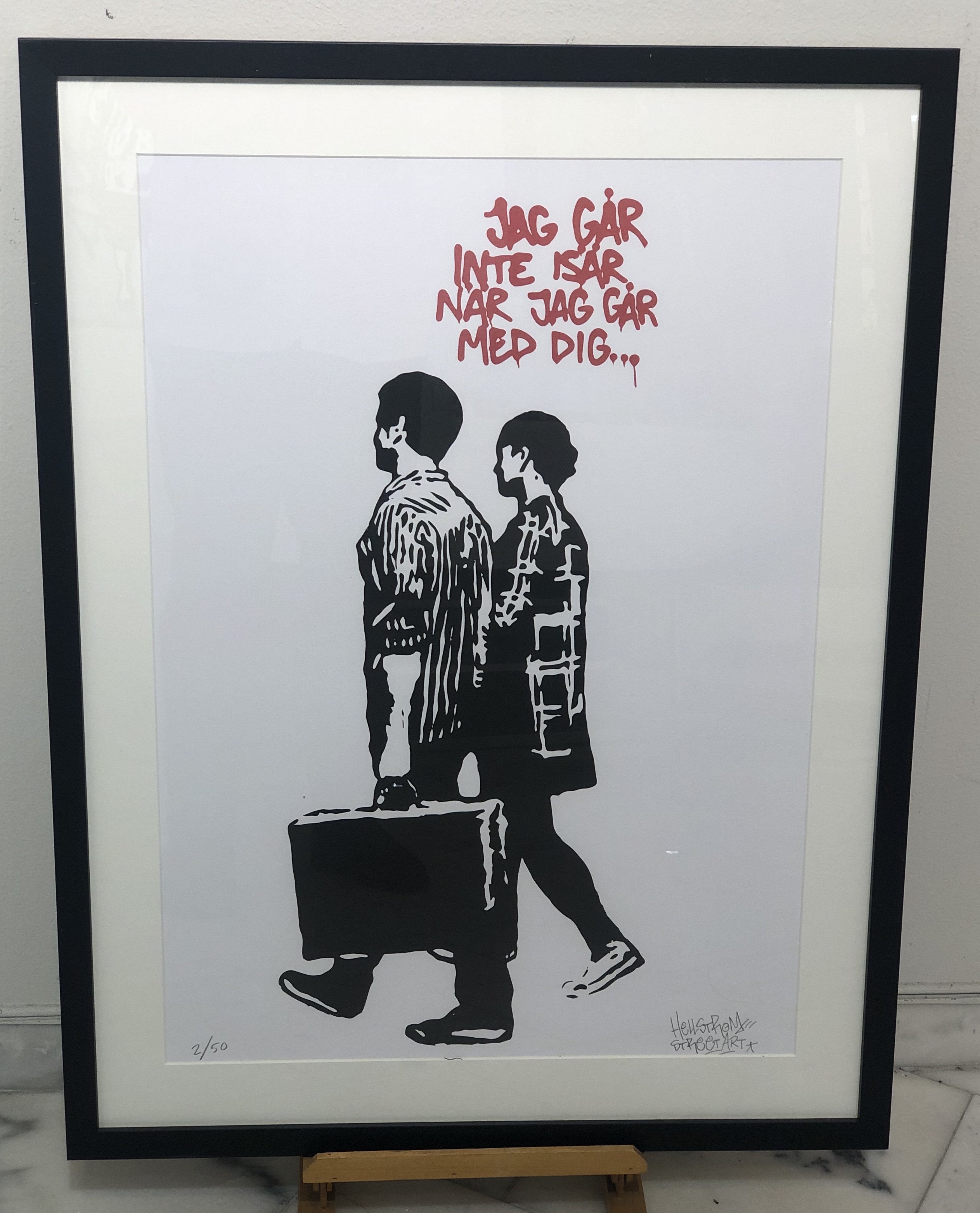 """""""Jag går inte isär när jag går med dig"""" Printscreen av Hellstrom Street art. Edition 50. 50x70 cm"""