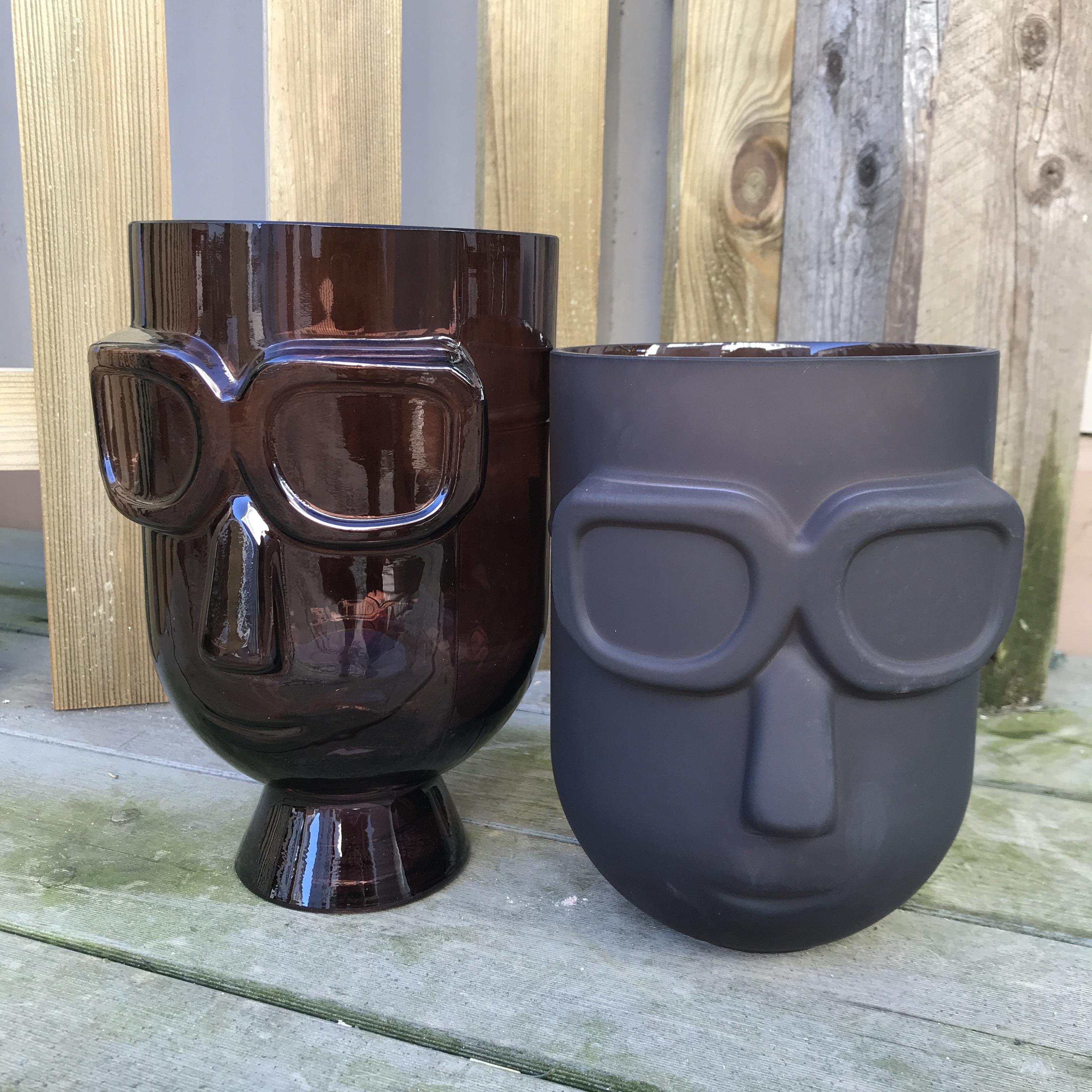 Didrika : vase med solbriller