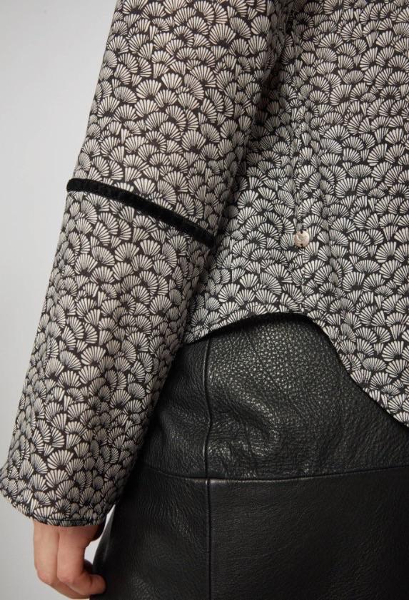 Bluse Print Leaves Black ( Før 749 kr)