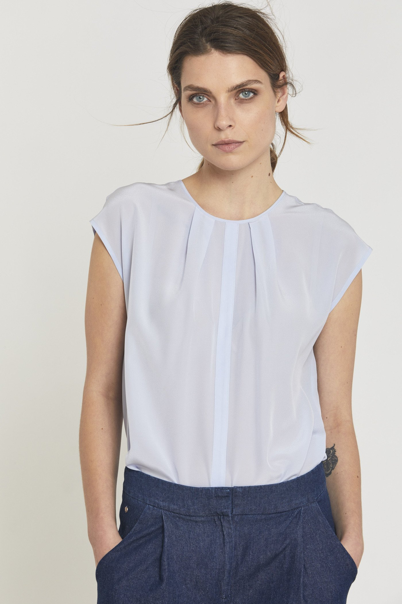 Blouse light blue silke ( Før 899 kr)