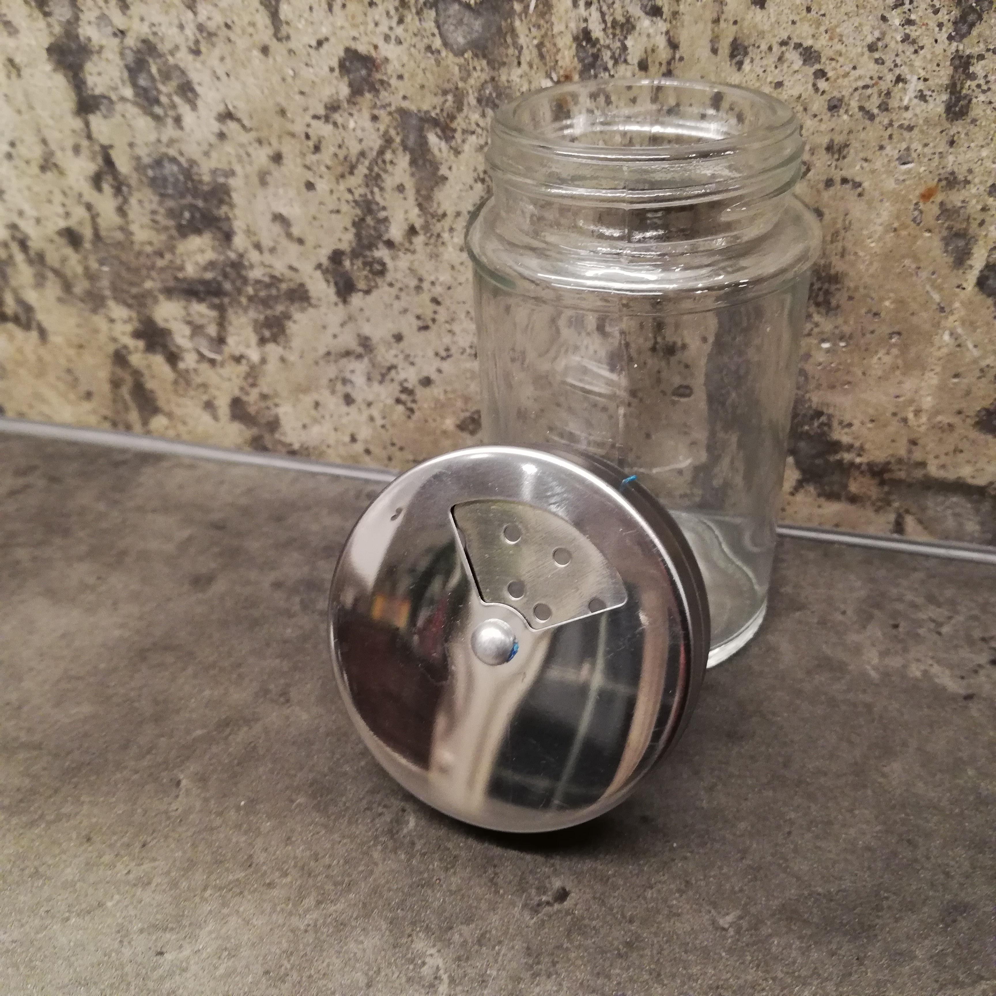 Ströare i glas, 100 ml, två olika storlekar på ströarens hål