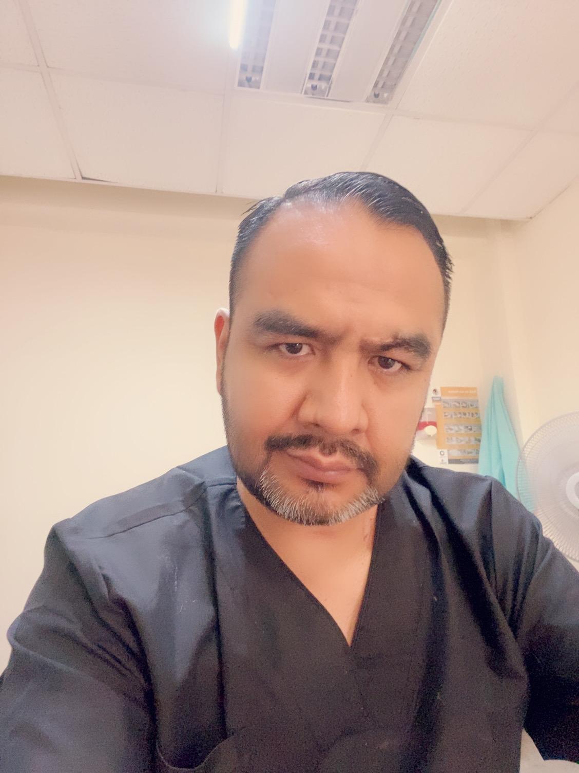 Dr. Roberto Flores Rojas