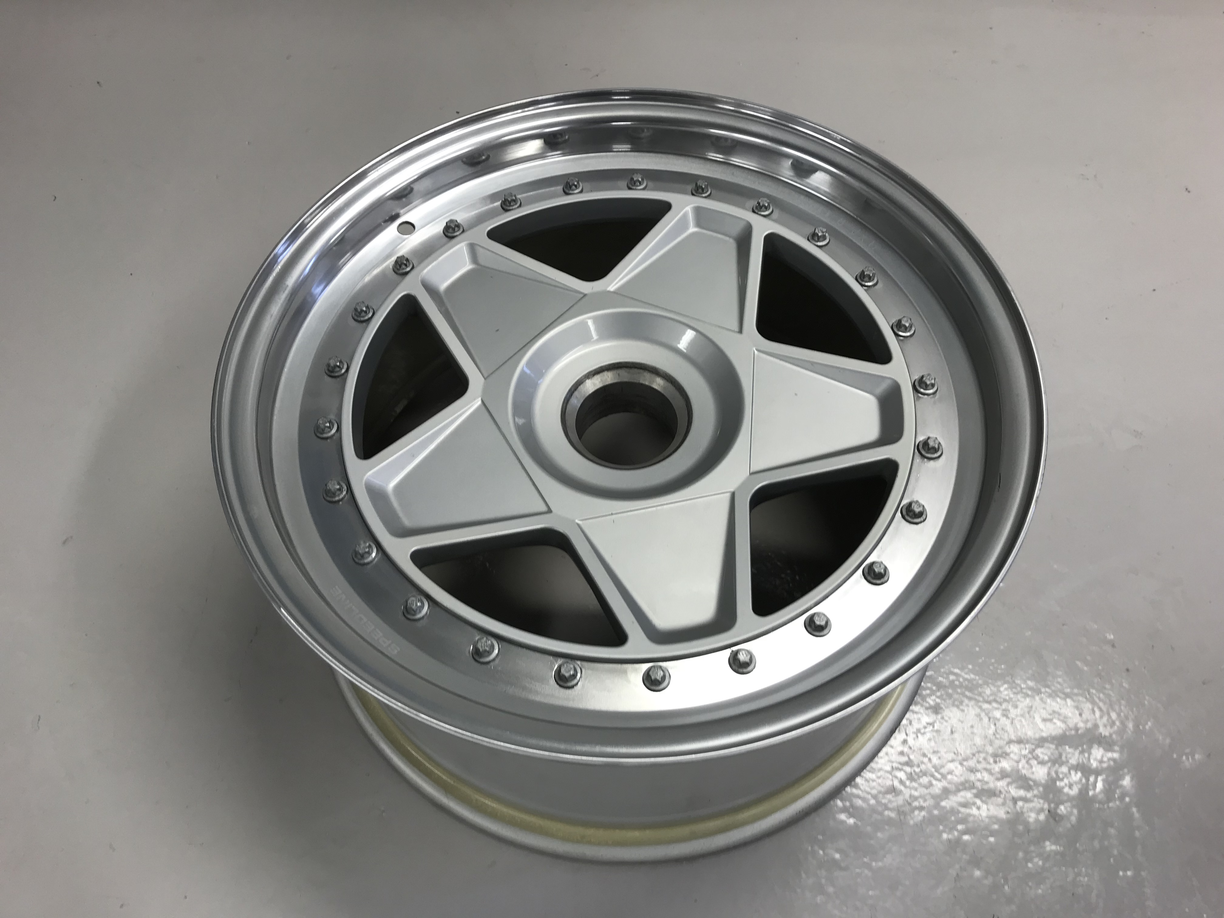 "Front wheel Ferrari F40, 7""x17"""