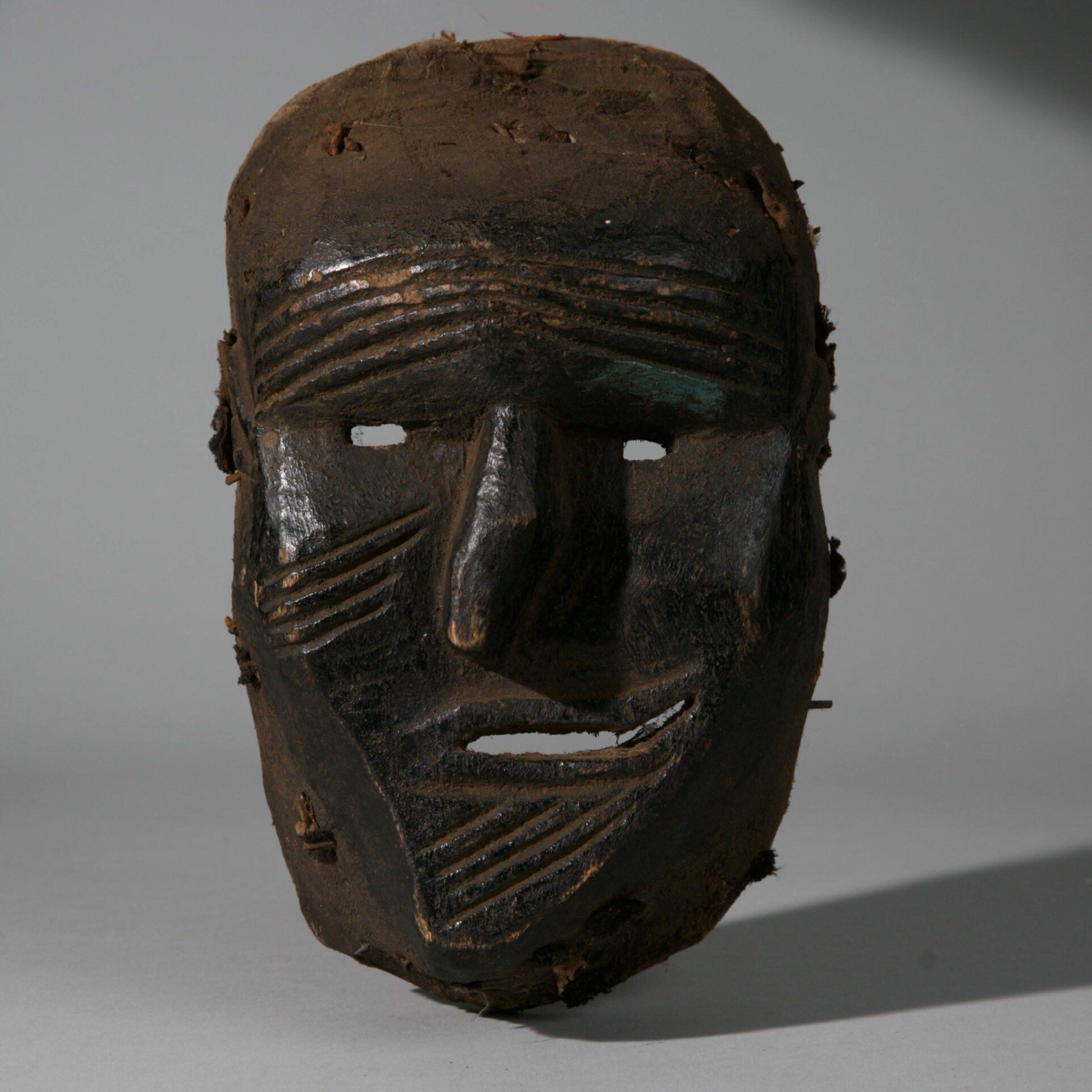 A QUIRKY SICKNESS MASK, CHEWA TRIBE OF MALAWI, S AFRICA ( No 3909 )