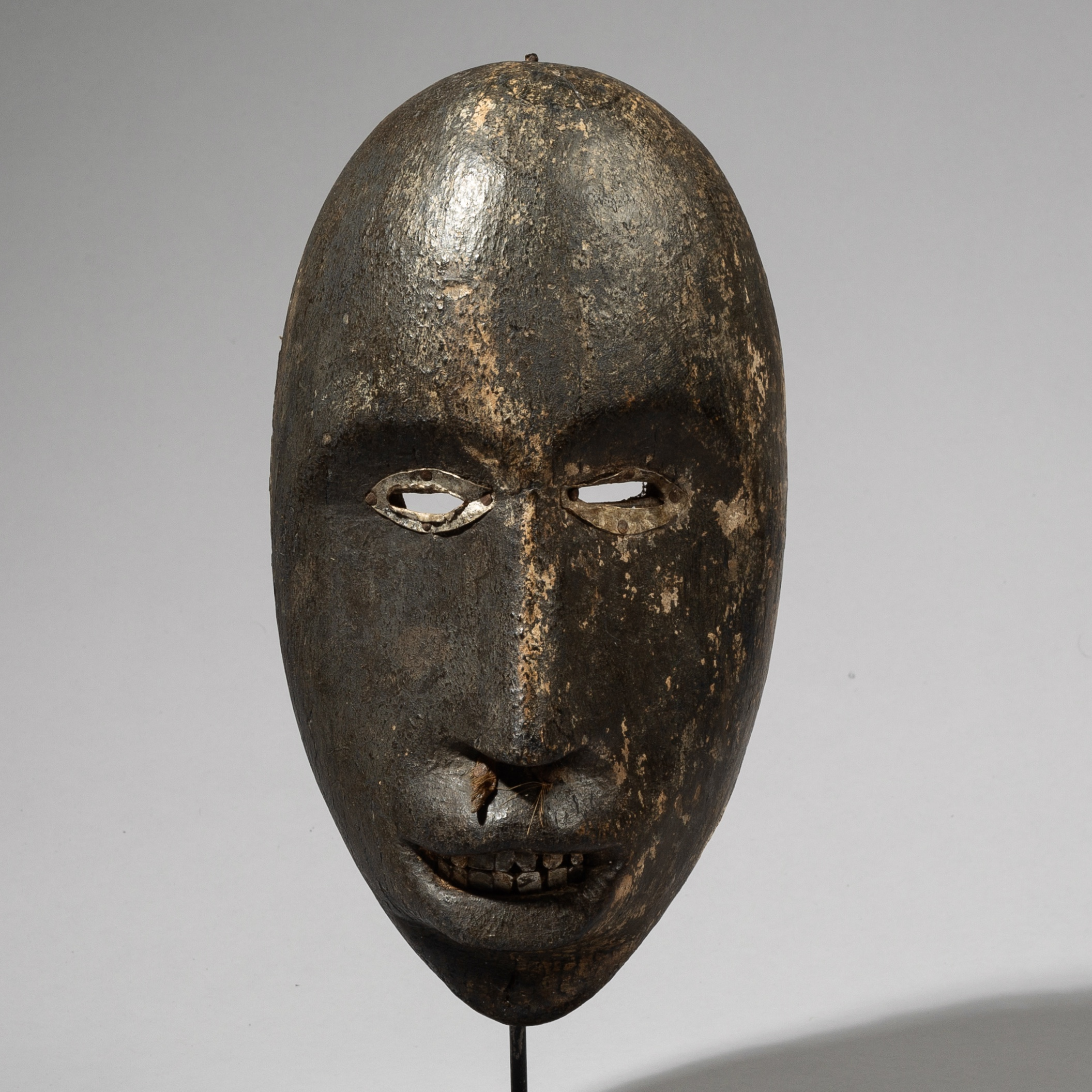 A PUNCHY DAN MASK FROM THE IVORY COAST W. AFRICA ( No 4445)