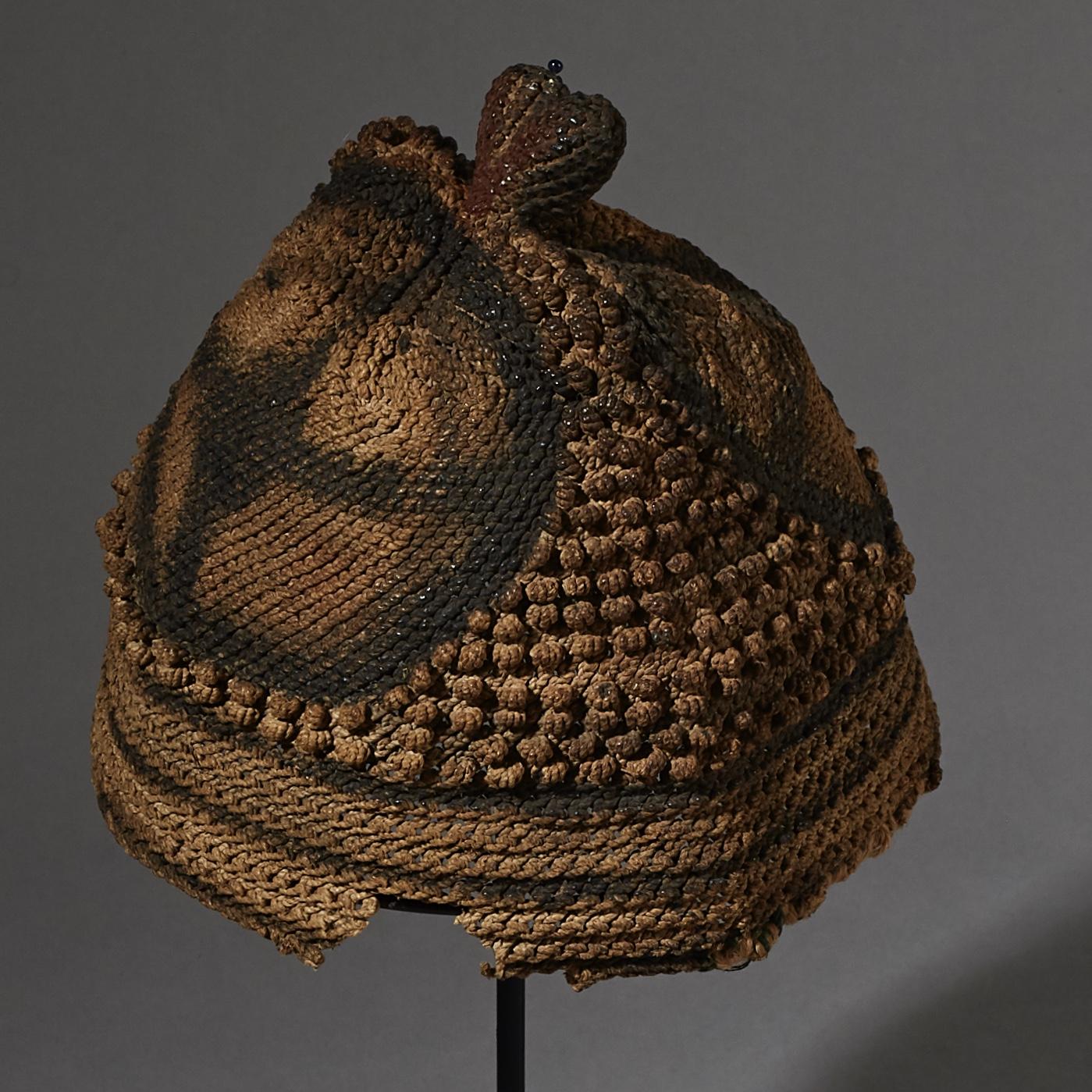 A RARE NATURAL  FIBRE HAT, BAMILEKE TRIBE CAMEROON ( No 2617 )