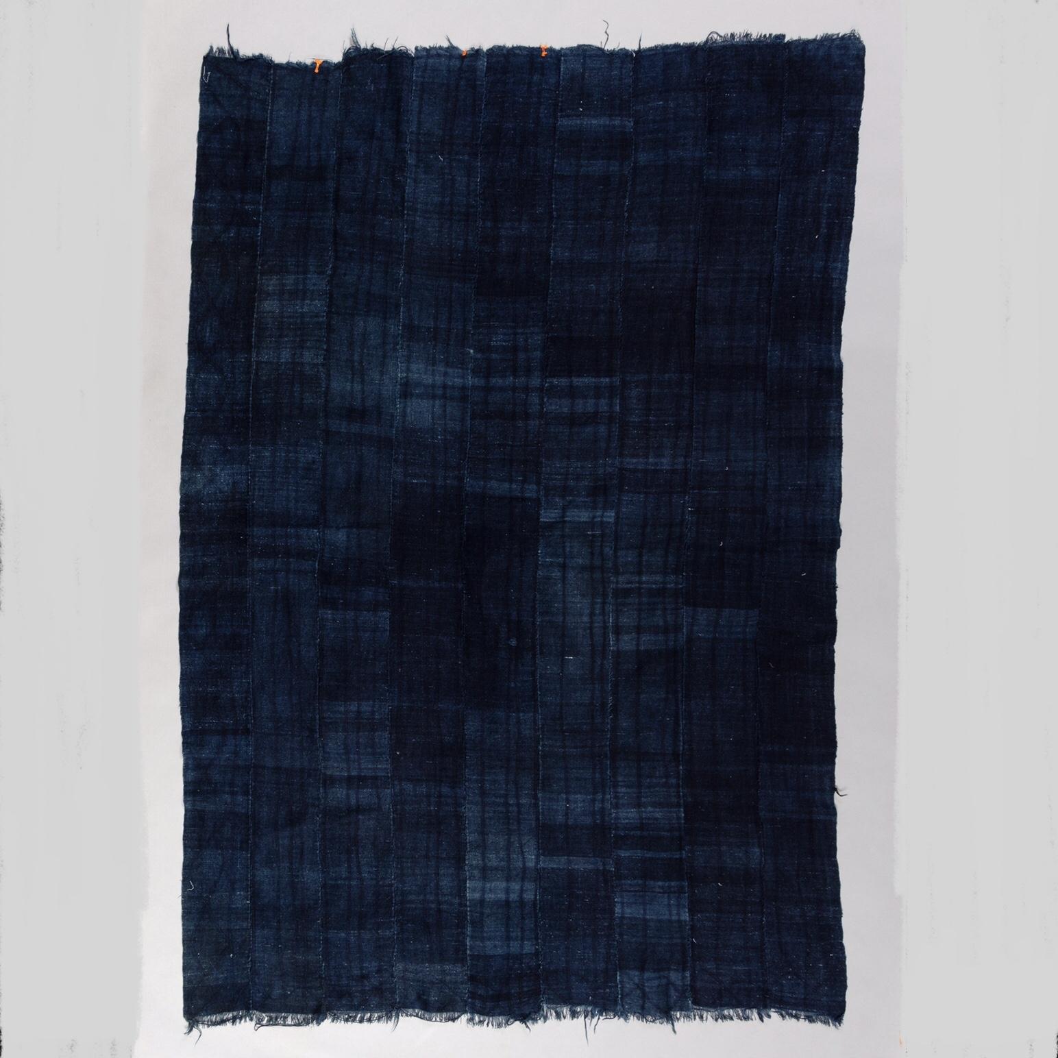 A SOLID BLUE WOMANS MOSSI CLOTH, BURKINA FASO ( No 3427 )