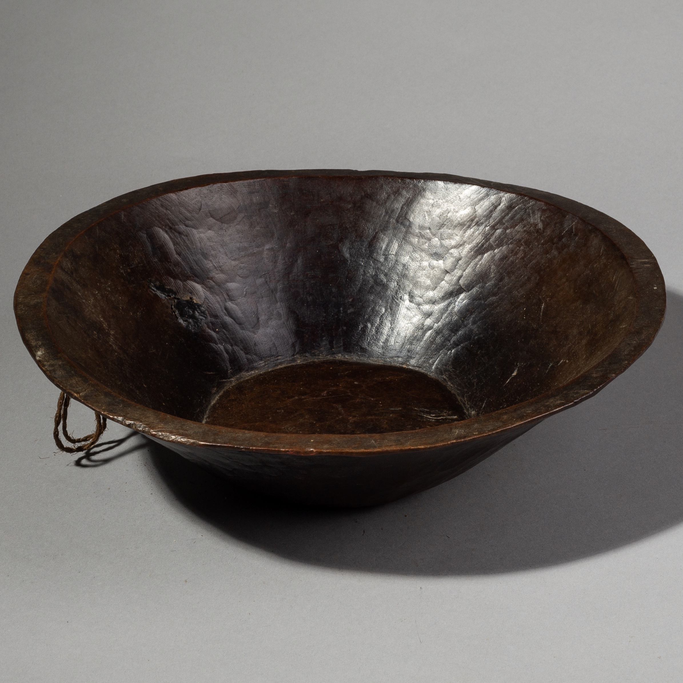 A SLEEK AND GLOSSY WOODEN ETHIOPIAN BOWL ( No 1956 )