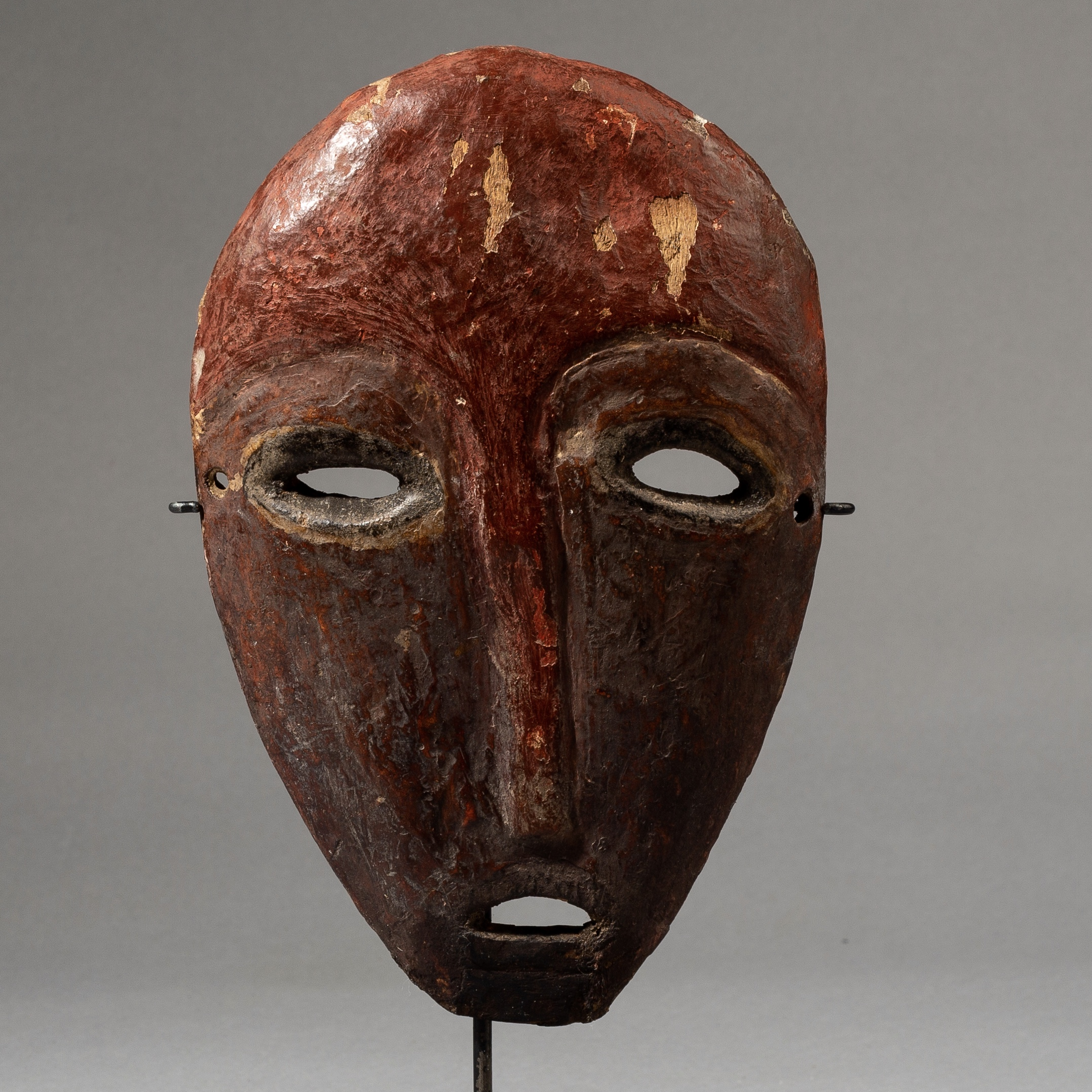 SD A SIMPLE RED LEGA TRIBE MASK FROM THE CONGO ( No 3534 )