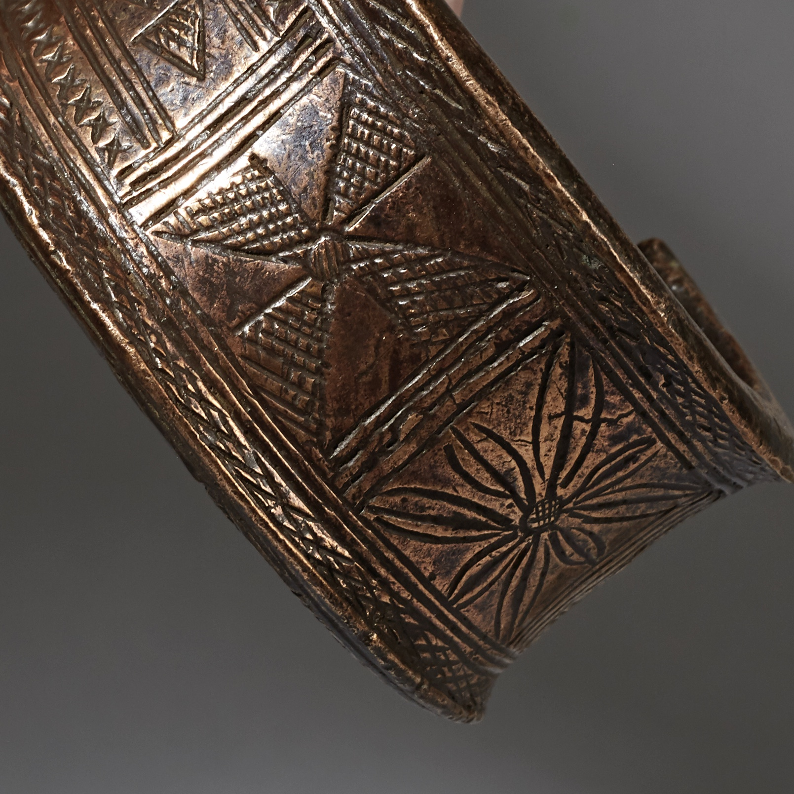 A COPPER CURRENCY BRACELET FROM HAUSA TRIBE NIGERIA ( No 2996 )