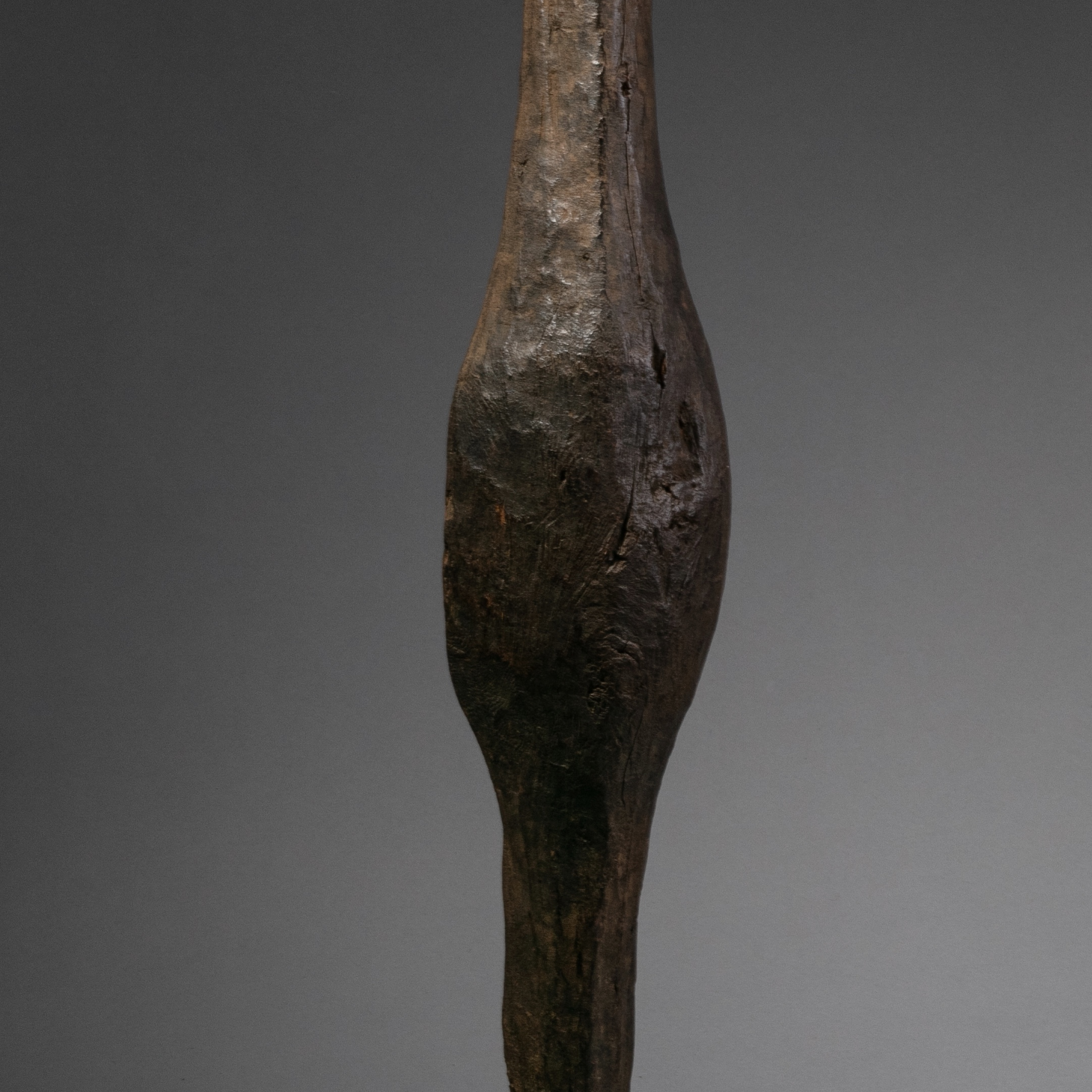 A CAVEMAN LIKE WOODEN SHIELD FROM SHI PEOPLE OF UGANDA ( No 1016 )