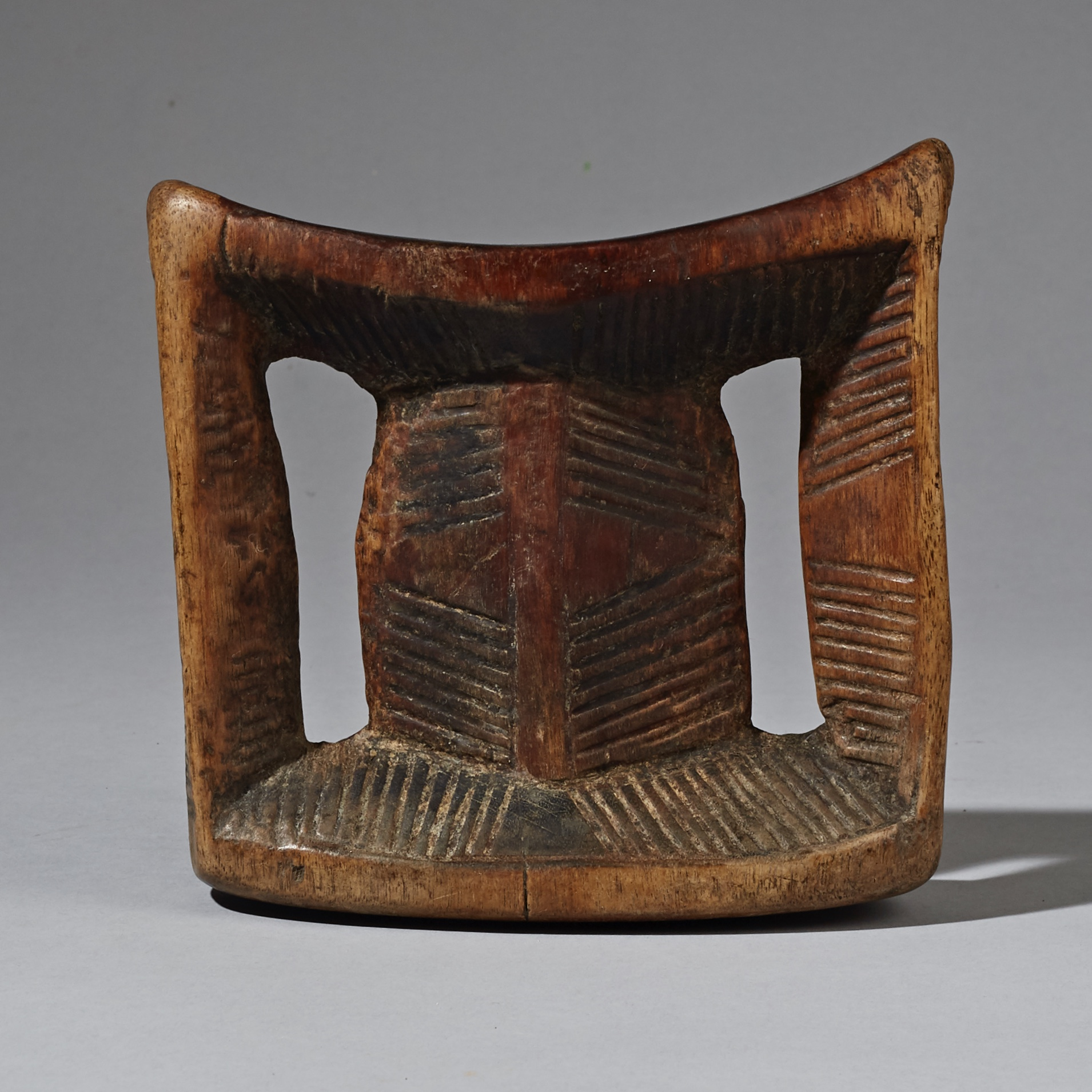 A WELL USED, WELL PATINATED HEADREST FROM ETHIOPIA ( No 2318 )