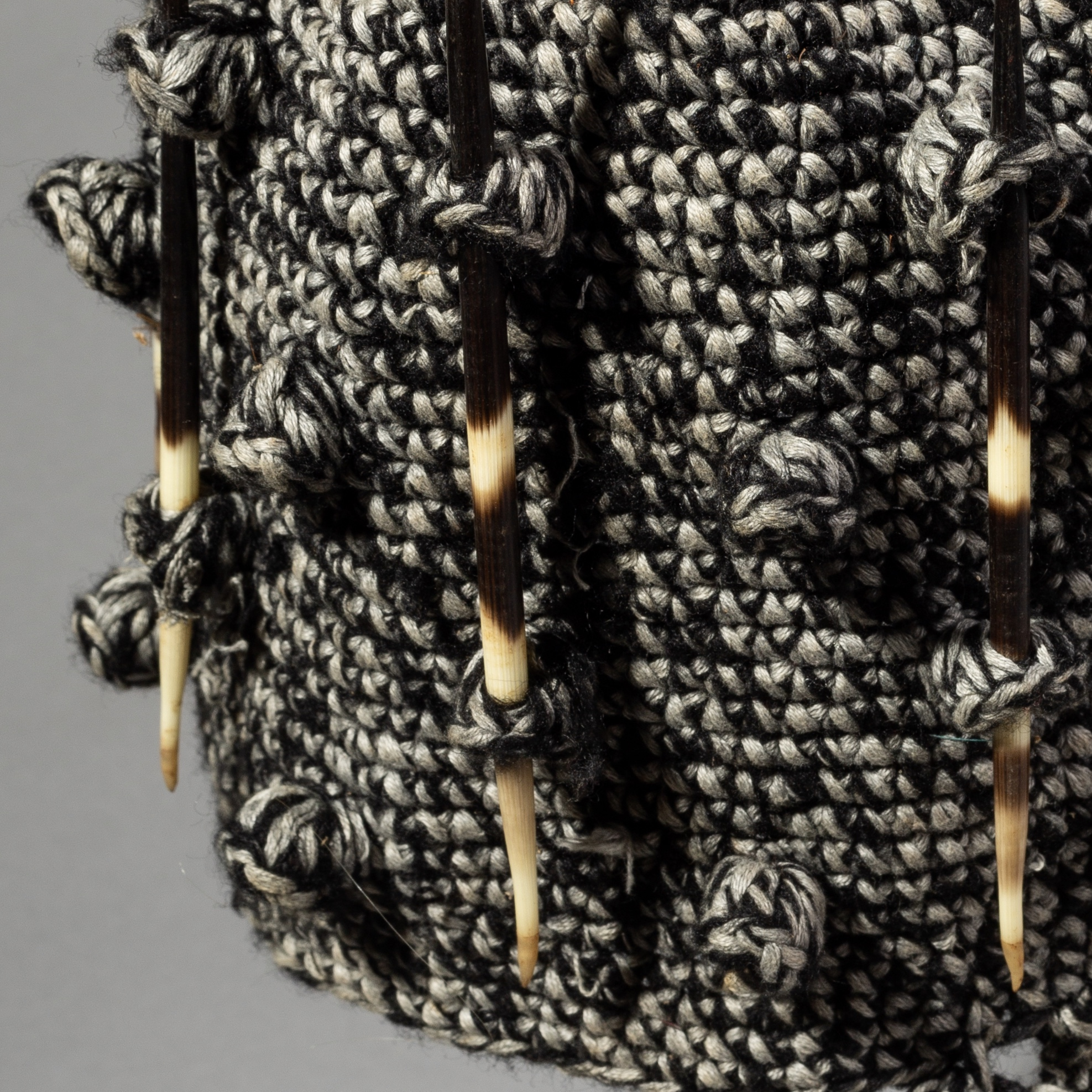 SD A BAMILEKE BAUBLE HAT WITH PORCUPINE QUILS, CAMEROON ( No 1903 )