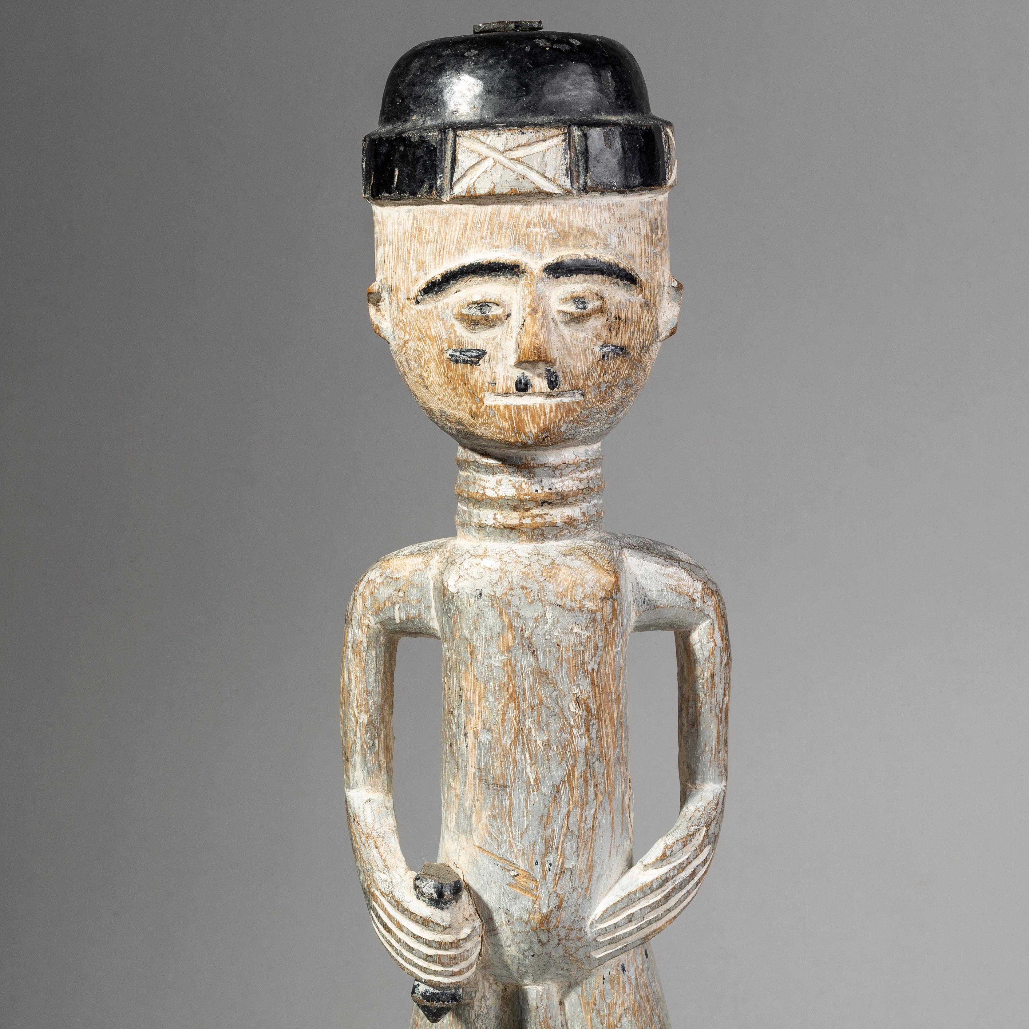 A TALL EWE ALAR FIGUR WITH BLACK HAT, GHANA ( No 1750 )